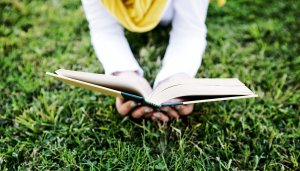 reading-on-grass_1600