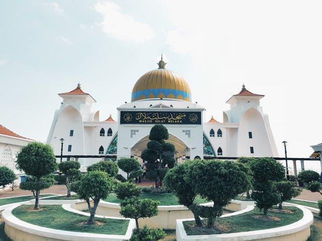 Zakat to Islamic School and Mosque, is itValid?